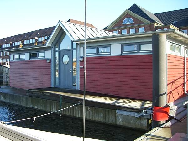 Flensburg, Neubau Eines Schwimmenden Servicegebäudes Baujahr: 2003 / Nutzfläche: Ca. 60 M²