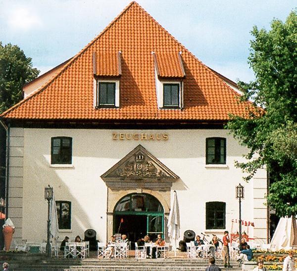 Stade Pferdemarkt, Zeughaus (Denkmal) Umbau/Sanierung Des Zeughauses Baujahr: 2001 / Nutzfläche: 1.700 M²