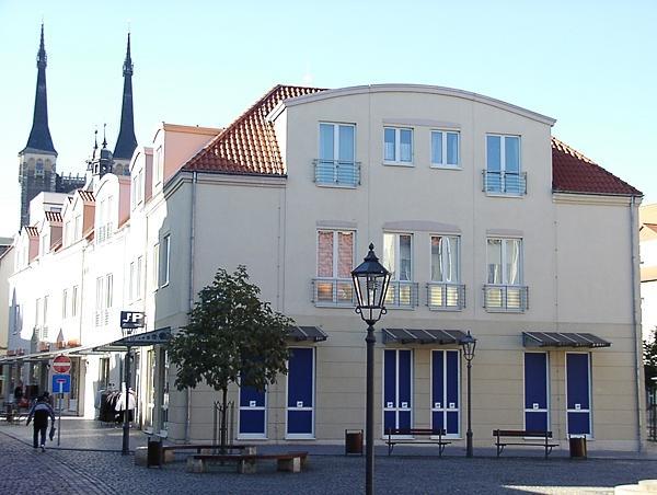 Köthen, Holzmarkt/Buttermarkt Neubau Eines Wohn-/Geschäftshauses Baujahr: 1995 / Nutzfläche: Ca. 3.300 M²