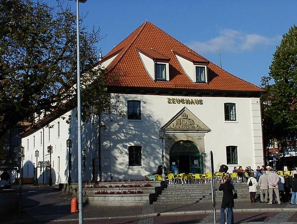 Stade Pferdemarkt, Zeughaus (Denkmal) Umgestaltung Vom Kino Zur Gastronomie, Eis-Cafe, Arztpraxen Und Verwaltung